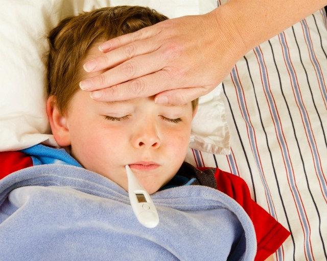 Cần phải làm gì nếu trẻ có một số phản ứng phụ sau tiêm vắc xin?