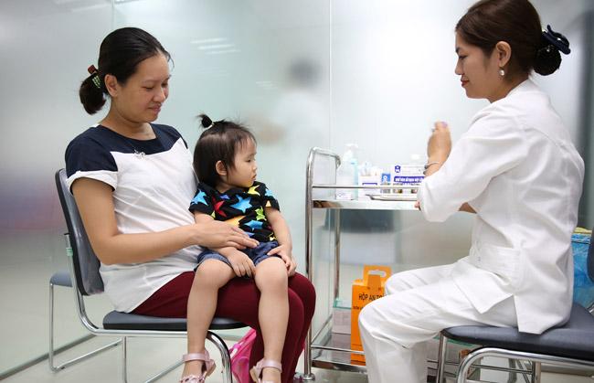 Vắc xin viêm não mô cầu có tác dụng phụ gì không?