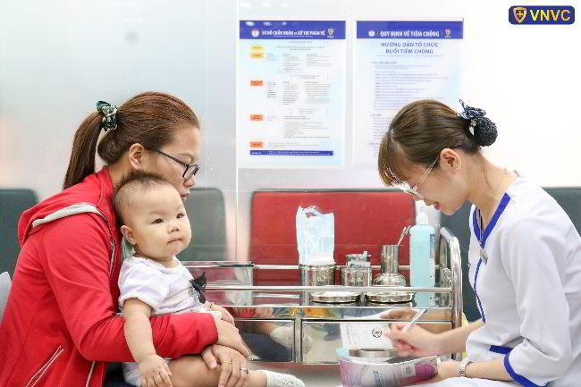 Trẻ mấy tháng tuổi thì tiêm vắc xin 5 trong 1?