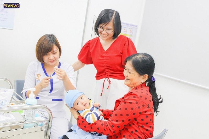 Chích vắc xin giúp trẻ nhỏ phòng tránh bệnh tật hiệu quả