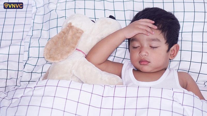 Đưa trẻ đến cơ sở y tế để được theo dõi và điều trị bệnh ho gà kịp thời