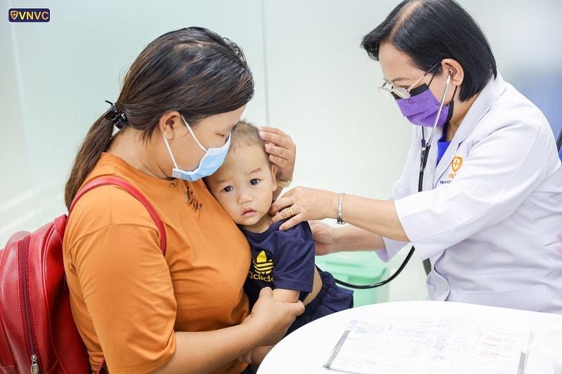 Toàn bộ khách hàng tới tiêm chủng tại Hệ thống Trung tâm tiêm chủng VNVC đều được khám sàng lọc miễn phí trước khi tiêm