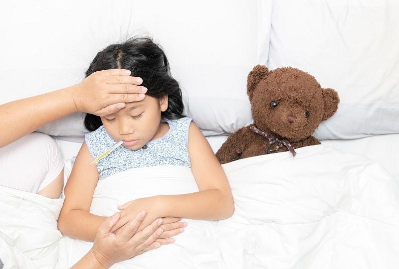 Sốt cao, đau đầu, đau bụng, buồn nôn là những triệu chứng viêm não Nhật Bản ở giai đoạn khởi phát